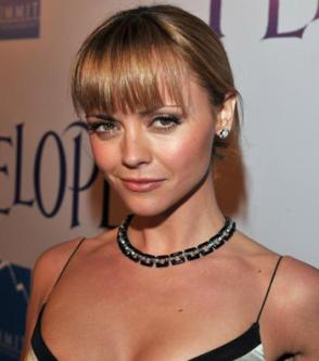 http://stylebell.files.wordpress.com/2008/06/christinaricci2.jpg