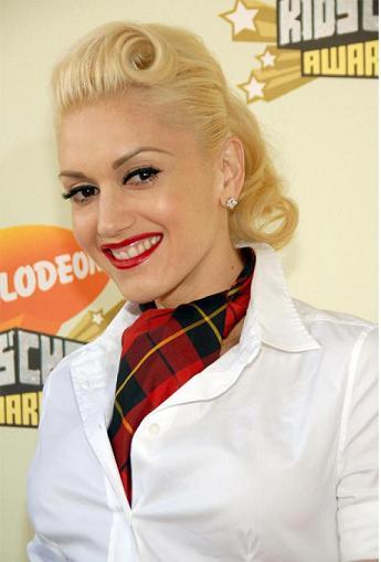 gwen stefani haircut. Gwen Stefani loves her 40#39;s